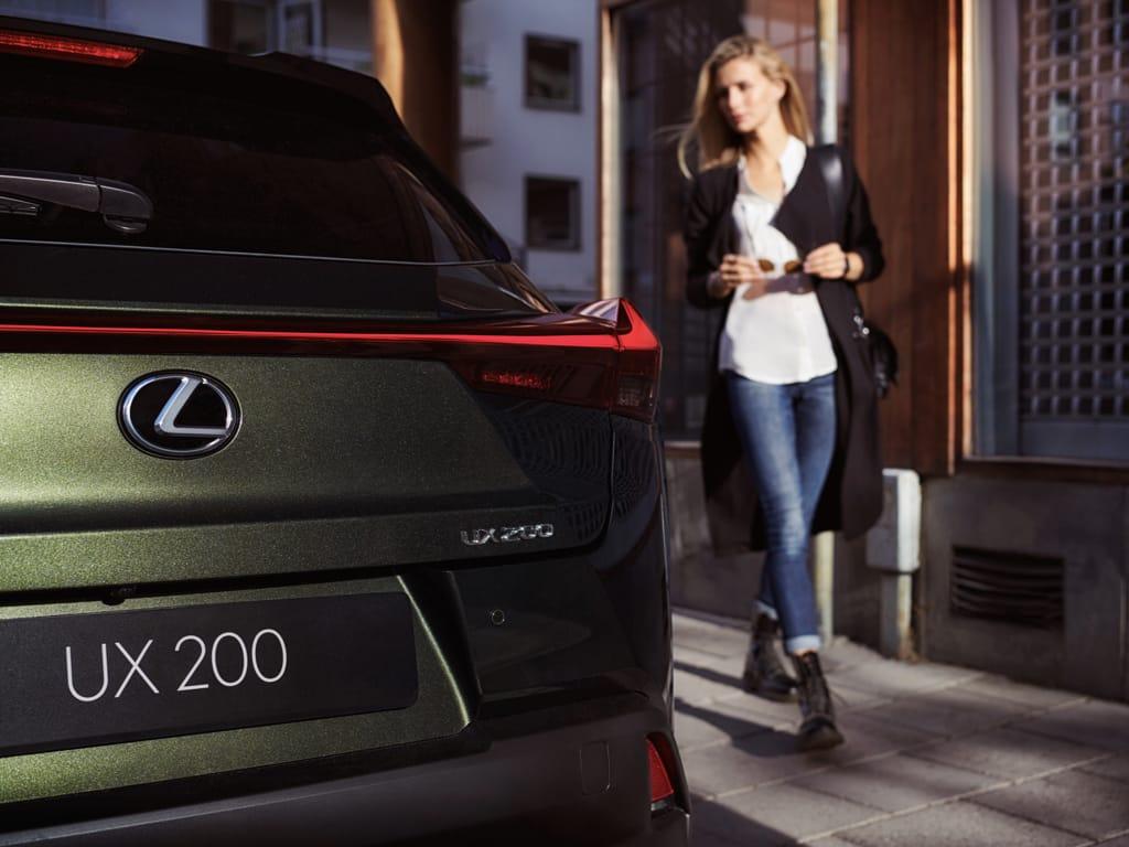 Lampu belakang limitless line berbentuk horizontal The Newest Lexus UX
