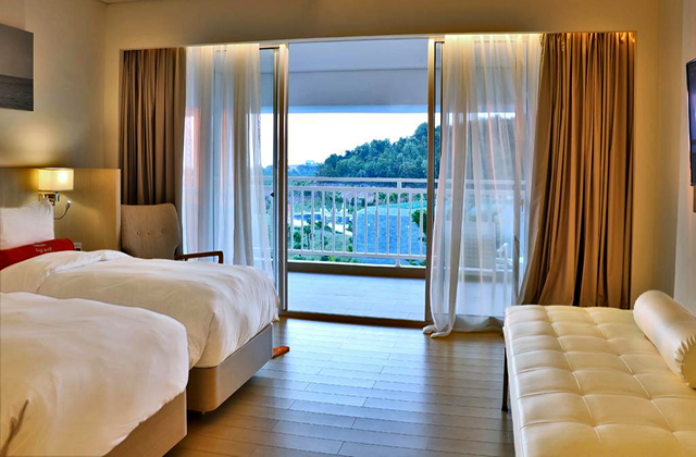 Pool View Room Harris Hotel Batam