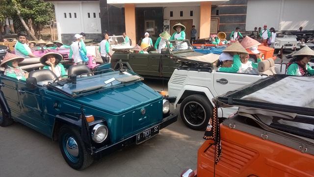 Nikmatnya Keliling Borobudur dengan Mobil Camat
