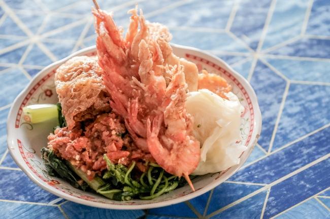 Digoda Sensasi Pedas Nasi Tempong